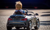 Father Blocks Traffic to Let 1-Year-Old Son Drive Toy Car
