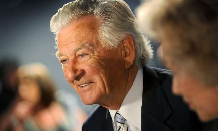 Bob Hawke in Brisbane on Aug. 16, 2010. The former Labor Australian prime minister has died peacefully in his sleep with wife Blanche d'Alpuget at his side at age 89, on late May 16, 2019. (William West/AFP/Getty Images)