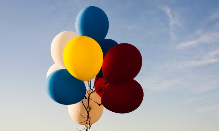 A bunch of helium-filled balloons float in the air. There is a current world shortage of helium, which is putting strain on some businesses and scientific research. (Andreas Weiland/Unsplash)