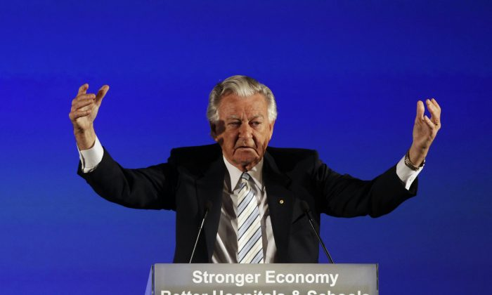 Australia's former prime minister Bob Hawke gives a speech at the Labor Party's federal election campaign launch event in Brisbane August 16, 2010. (Daniel Munoz/Reuters)