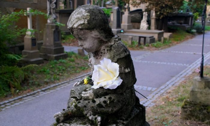 Stock image of a children's cemetery. (ForMyKerttu /Pixabay)