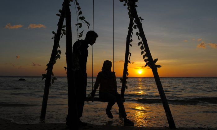 A couple together on a beach. (Chaideer Mahyuddin/AFP/Getty Images)