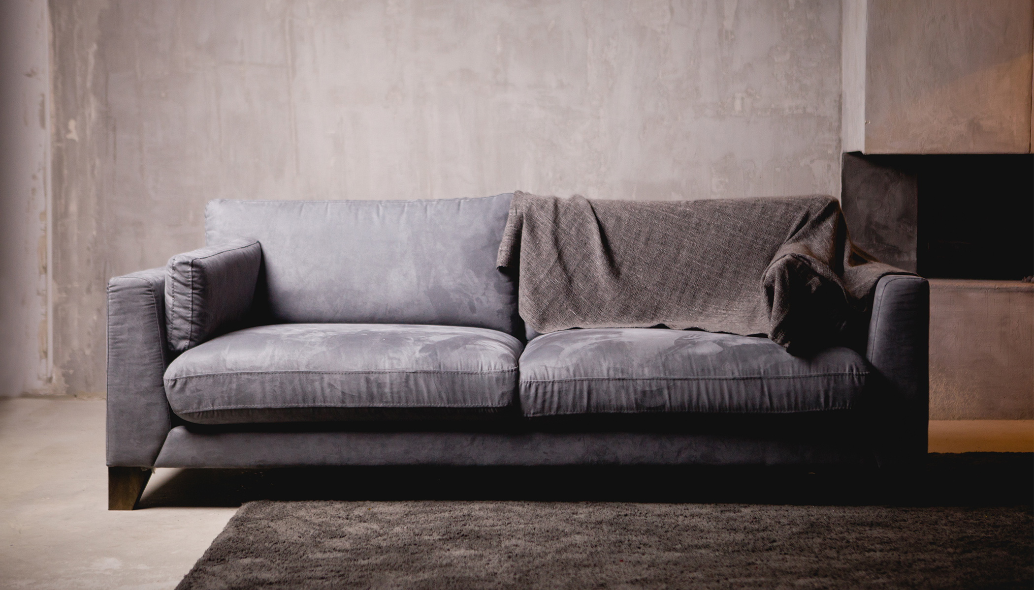 3 Roommates Buy Old Couch for $20, Start Screaming Upon Discovering What's Hidden Inside