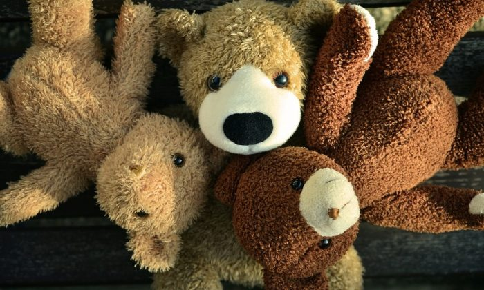 Stock image of Teddy bears. (Conger Design/Pixabay)