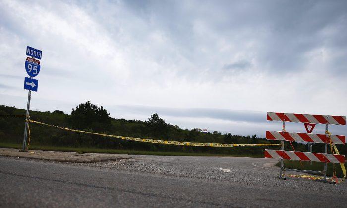 A road block closure of I-95. (Joe Raedle/Getty Images)