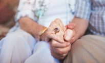 100-Year-Old Man Dies 28 Hours After Wife, Guess the Last Words He Whispered to Her