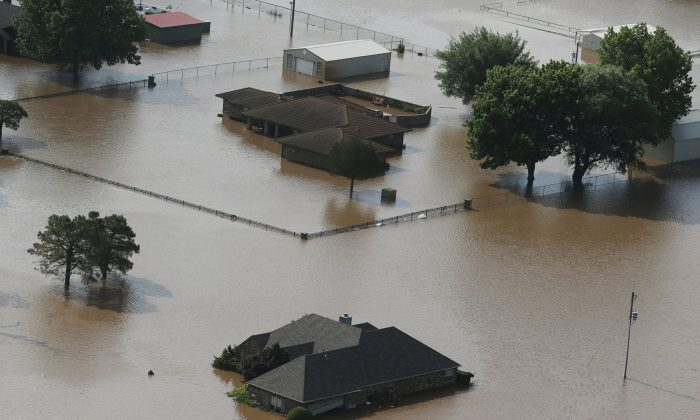 Homes are flooded on the Arkansas River in Tulsa, Okla., on May 24, 2019. (Tom Gilbert/Tulsa World via AP)
