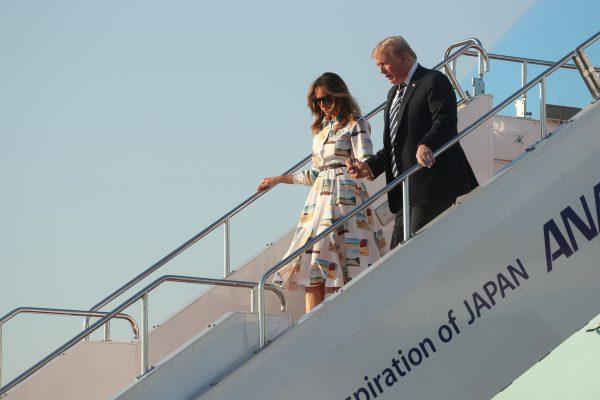 Trump-and-Melania-arrive-in-Japan