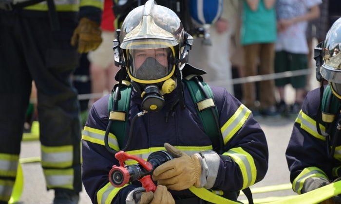 Stock image of a firefighter. (Blickpixel/Pixabay)