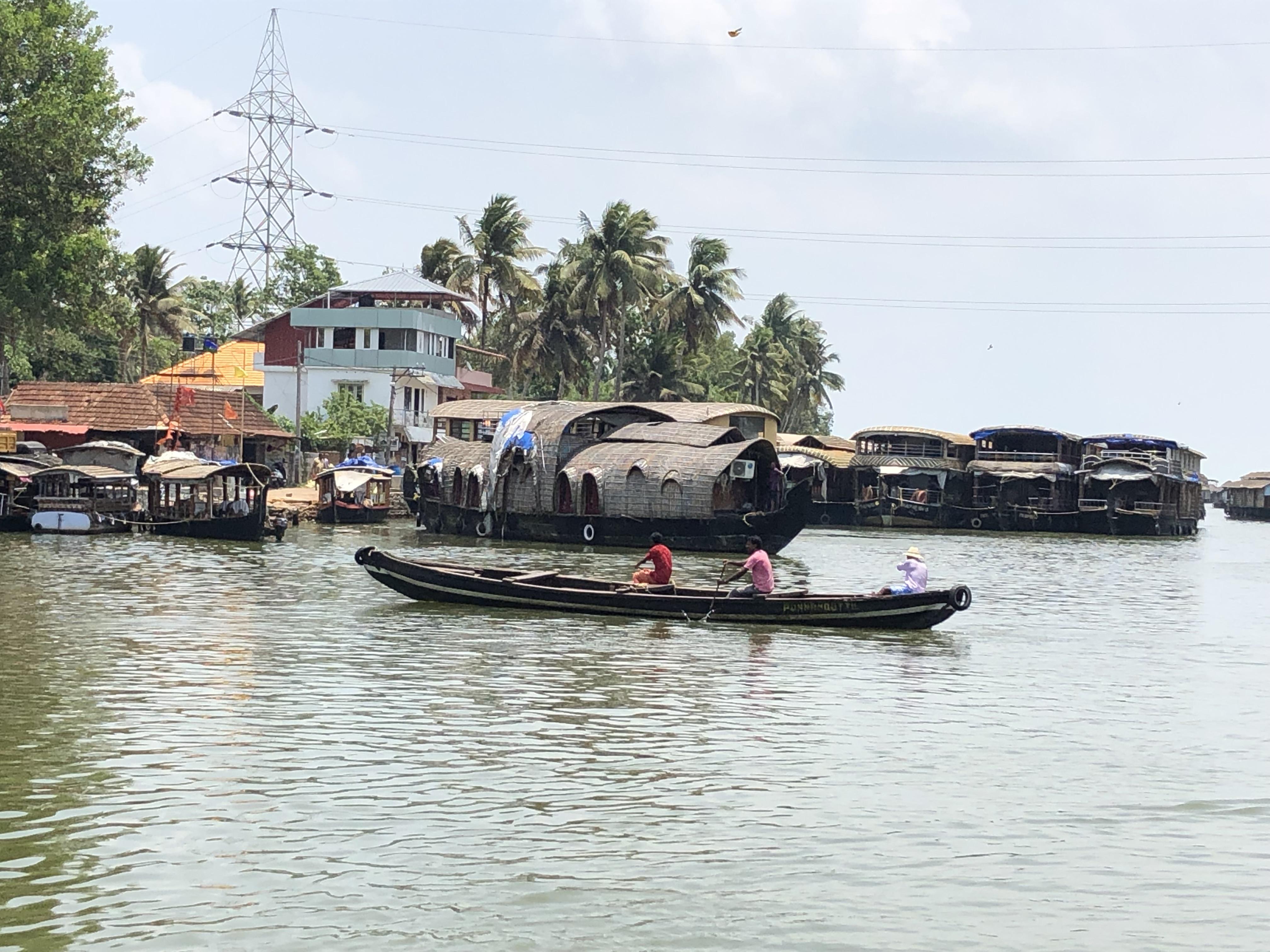 canoe crossing kerala
