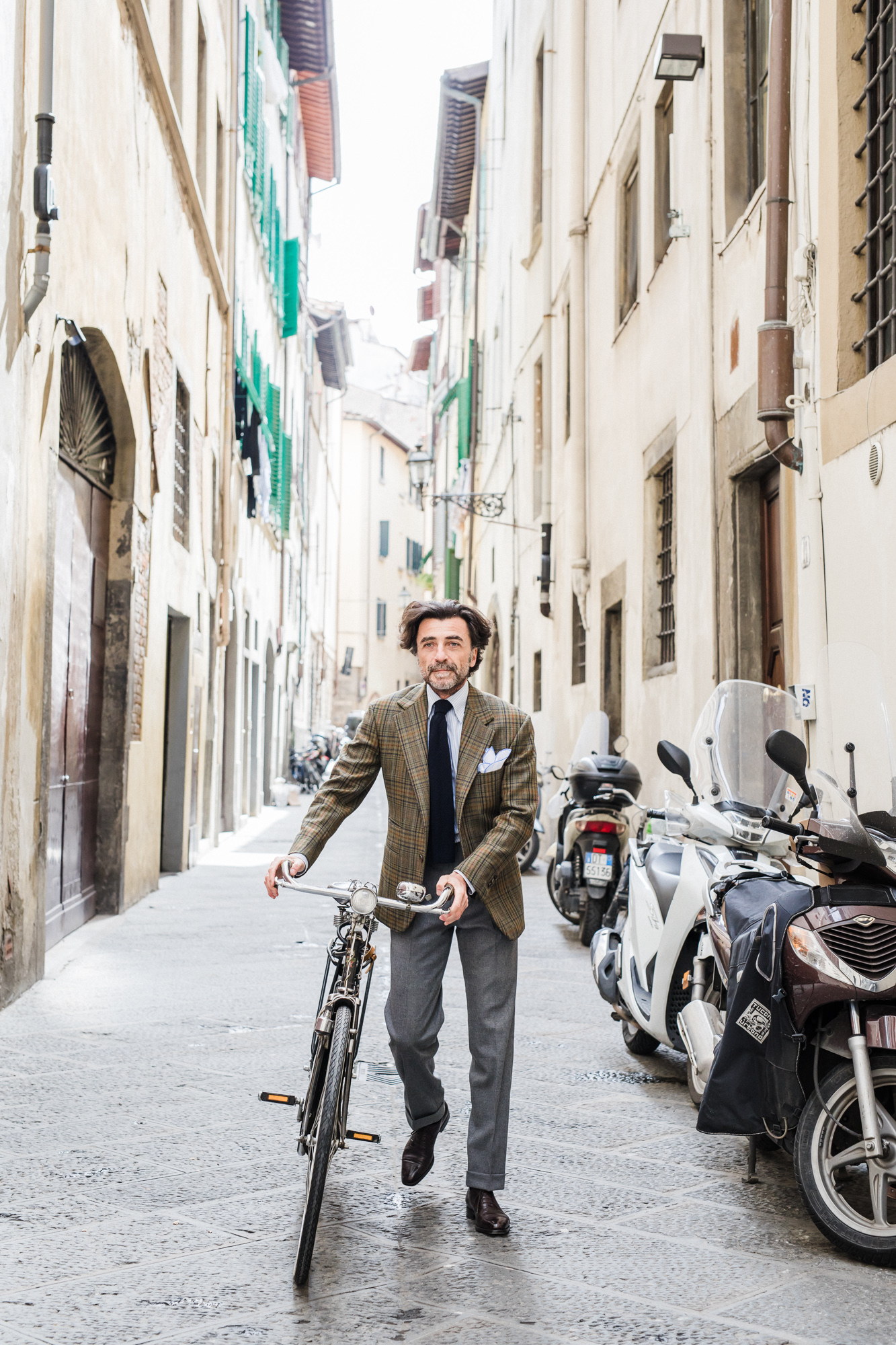 Sartoria Vestrucci model with bike