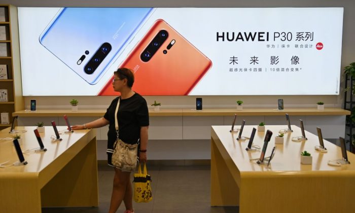 People browse for items in a Huawei store in Shanghai on May 24, 2019.  (HECTOR RETAMAL/AFP/Getty Images)