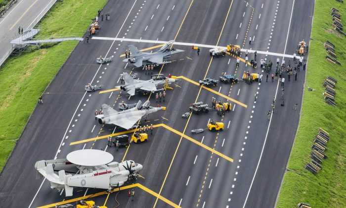 Taiwan war planes are parked on a highway during an exercise to simulate a response to a Chinese attack on its airfields in Changhua in southern Taiwan on May 28, 2019. (Military News Agency via AP)