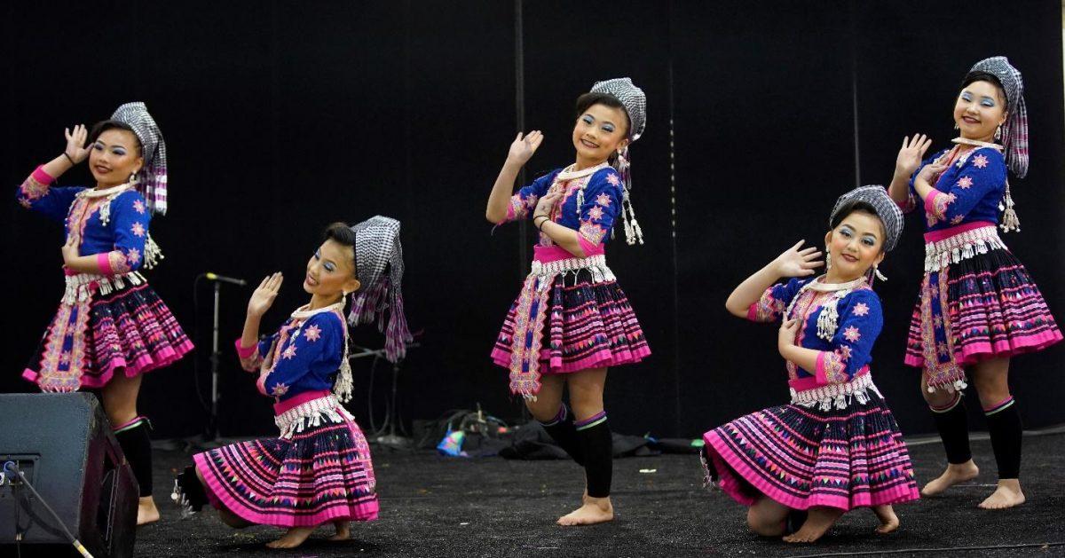columbus art festival Hmong girls