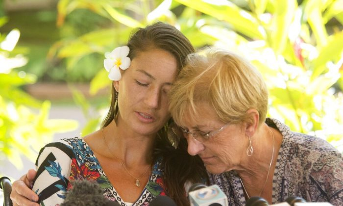 Rescued hiker Amanda Eller, left, has a moment with her mother, Julia Eller, before a press conference begins at Maui Memorial Hospital, Hawaii, on May 28, 2019. (Craig T. Kojima/Honolulu Star-Advertiser via AP)