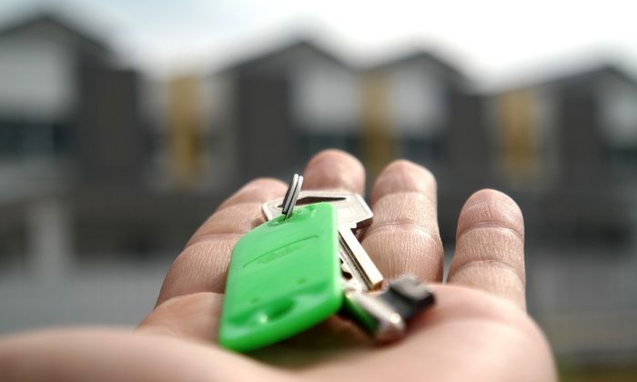 Stock image of the keys of a rented home. (Master Senaiper/Pixabay)