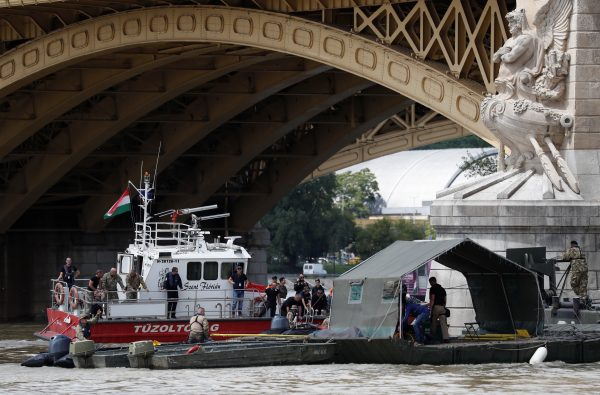 A rescue boat is seen at the site of a ship accident, which killed several people, near Margaret Bridge on the Danube river in Budapest, Hungary, May 31, 2019. (Bernadett Szabo/Reuters)