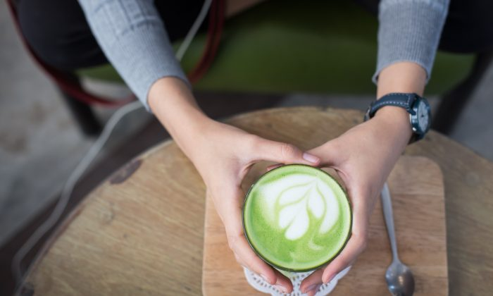 A matcha latte can be a great way to start the day.(dungthuyvunguyen/pixabay)