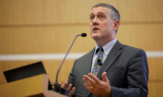 Fed's Bullard: US Businesses Having No Problems Raising Prices