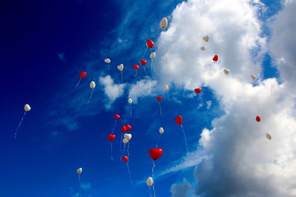 A photo of balloons in the sky (Pixabay)