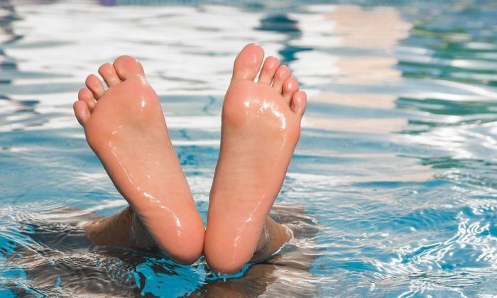 Stock image of feet in a pool. (jackmac34/Pixabay)