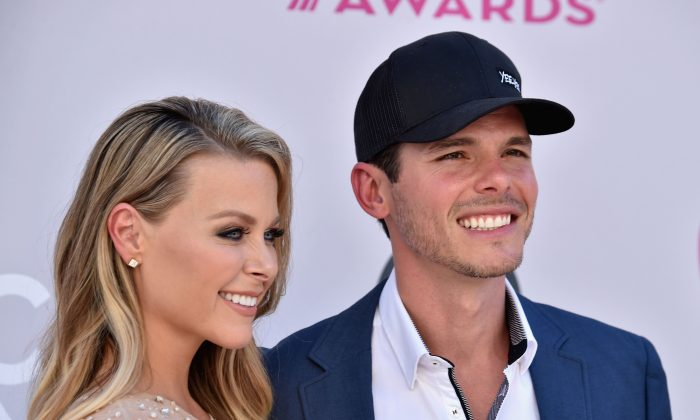 Amber Bartlett (L) and singer-songwriter Granger Smith attend the 52nd Academy Of Country Music Awards at Toshiba Plaza in Las Vegas, on April 2, 2017.  (Frazer Harrison/Getty Images)