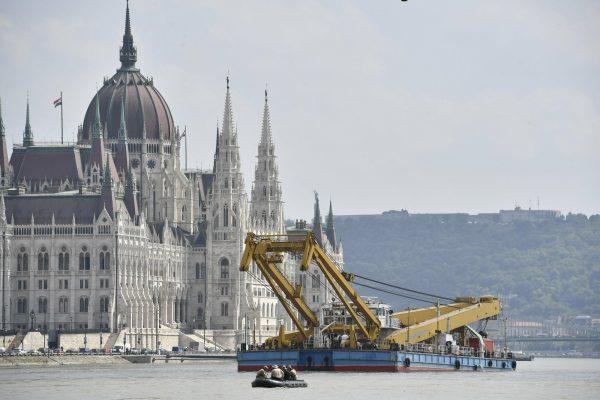 A 200-ton lift capacity crane
