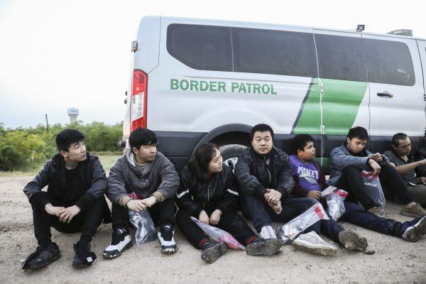 illegal migrants mexico border