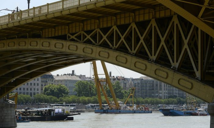 Recovery operations continue at Margaret Bridge, the scene of the deadly boat accident in Budapest, Hungary, on June 8, 2019.  (Lajos Soos/MTI via AP)