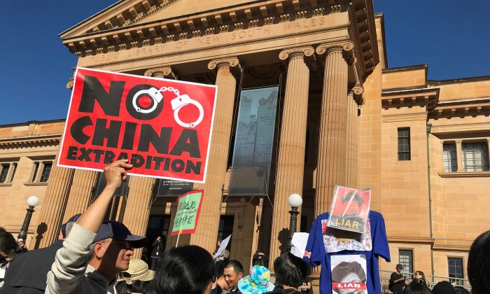Protesters gather in front of the NSW State Library in Sydney's CBD to march against Hong Kong's proposed extradition law on June 9, 2019. (Alison Bevege/Reuters)