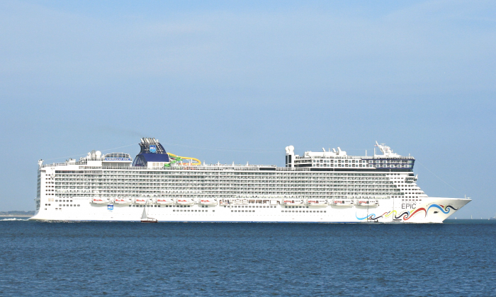 Norwegian Epic,in a stock photo (Brian Burnell/Wikimedia Commons [CC BY-SA 3.0 (https://creativecommons.org/licenses/by-sa/3.0)])