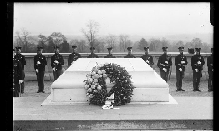 Tomb of the Unknown Soldier on Armistice Day, 1922, at Arlington National Cemetery. (Library of Congress)
