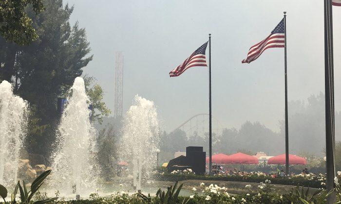 The Cafe Plaza when a brush fire first erupted close to Six Flags amusement park in Santa Clarita, Calif. (Rachel Gallat via AP)