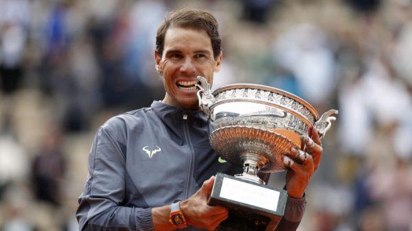Rafa-Nadal-and-trophy-900x506
