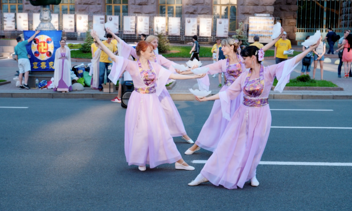 Ladies perform a traditional Chinese dance as part of a celebration of Falun Dafa, in Kyiv, Ukraine, on June 1, 2019. (NTDTV)