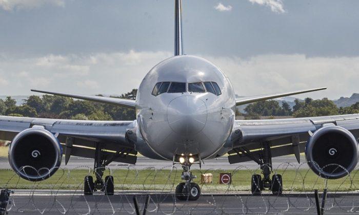 Stock image of an airplane. (Hiljon/Pixabay)