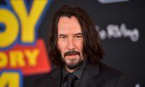 Keanu Reeves Fans Spot 'Respectful' Gesture in Photos