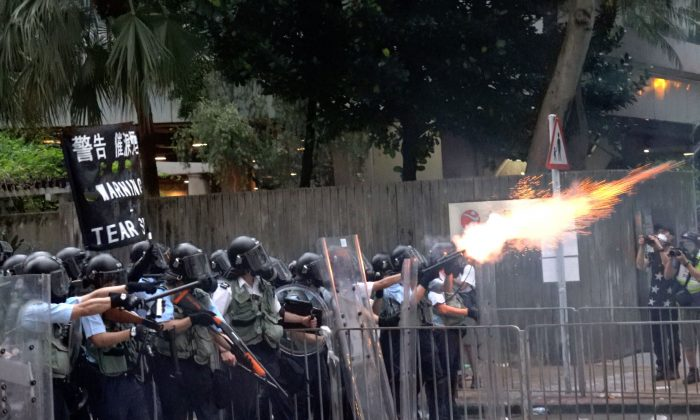 Hong Kong police fired off tear gas at the protesters at the Admiralty Centre in Hong Kong, on June 12, 2019. (Li Yi/The Epoch Times)