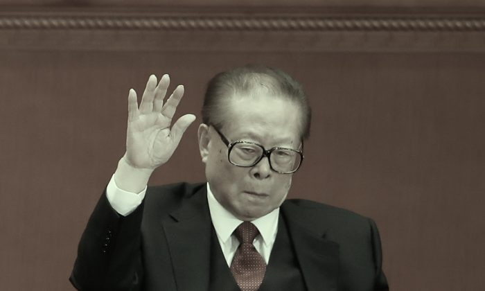 Jiang Zemin, retired general secretary of the Chinese Communist Party, raises his hand at the 19th Party Congress on Oct. 24, 2017 in Beijing. Claims by self-exiled Chinese billionaire Guo Wengui and analysis of stock data suggest that the Jiang family may possess as much as $1 trillion in shadow assets. (Lintao Zhang/Getty Images)