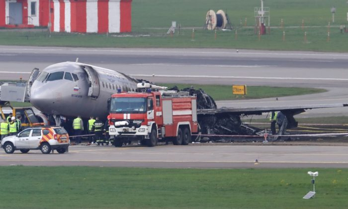 Members of emergency services and investigators work at the scene of an incident involving an Aeroflot Sukhoi Superjet 100 passenger plane at Moscow's Sheremetyevo airport, Russia on May 6, 2019. (Tatyana Makeyeva/Reuters/File Photo)