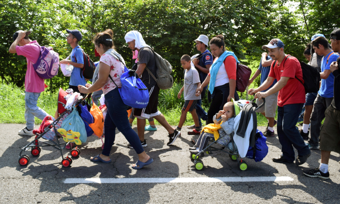 Migrants from Central America walk on a highway during their journey towards the United States, in Ciudad Hidalgo, Chiapas state, Mexico on June 5, 2019. (Jose Torres/Reuters)