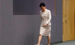 Hong Kong Leader Issues Apology, Refuses to Retract Extradition Bill