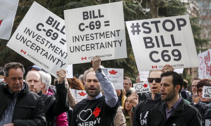 Pro-pipeline supporters rally outside a public hearing of the Senate Committee on Energy, the Environment and Natural Resources regarding Bill C-69 in Calgary on April 9, 2019. The federal government rejected roughly half of the Senate's amendments to the bill. (The Canadian Press/Jeff McIntosh)