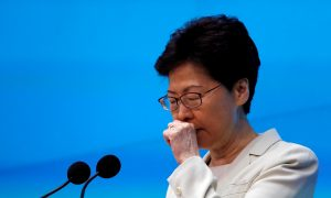 Hong Kong Leader Ignores Protesters' Deadline, Setting Stage for Further Demonstrations