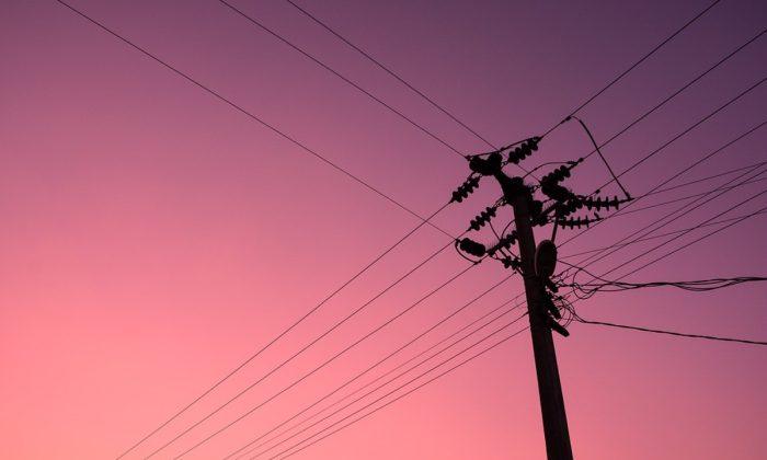 Stock image of an electricity pole. (Raltinata/Pixabay)