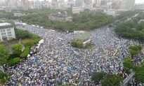 Thousands of Taiwanese Rally Against Beijing Infiltration Through Media