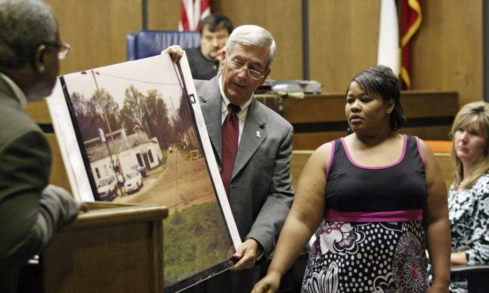 Clemmie Flemming points out to prosecutor Doug Evans, center, where she spotted Curtis Giovanni Flowers on the morning of four slayings at Tardy Furniture in Greenwood, Miss., on June 14, 2010. (Taylor Kuykendall/The Commonwealth via AP, File)