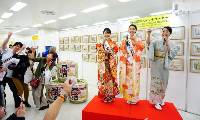 Miss Sake joined the Japanese Sake Fair in traditional Japanese kimono. (The Epoch Times)