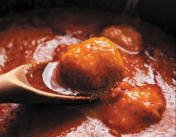 italian meatballs with tomato sauce brodo di mamma e polpette