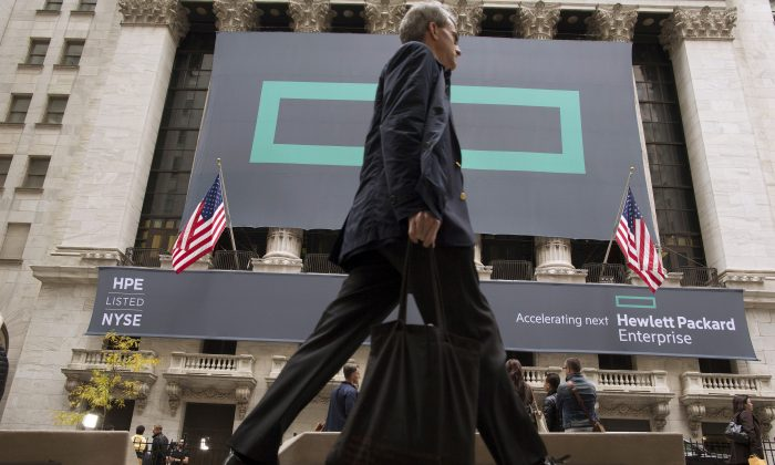 Signs for Hewlett Packard Enterprise Co. cover the facade of the New York Stock Exchange in U.S. on Nov. 2, 2015. (Brendan McDermid/Reuters)